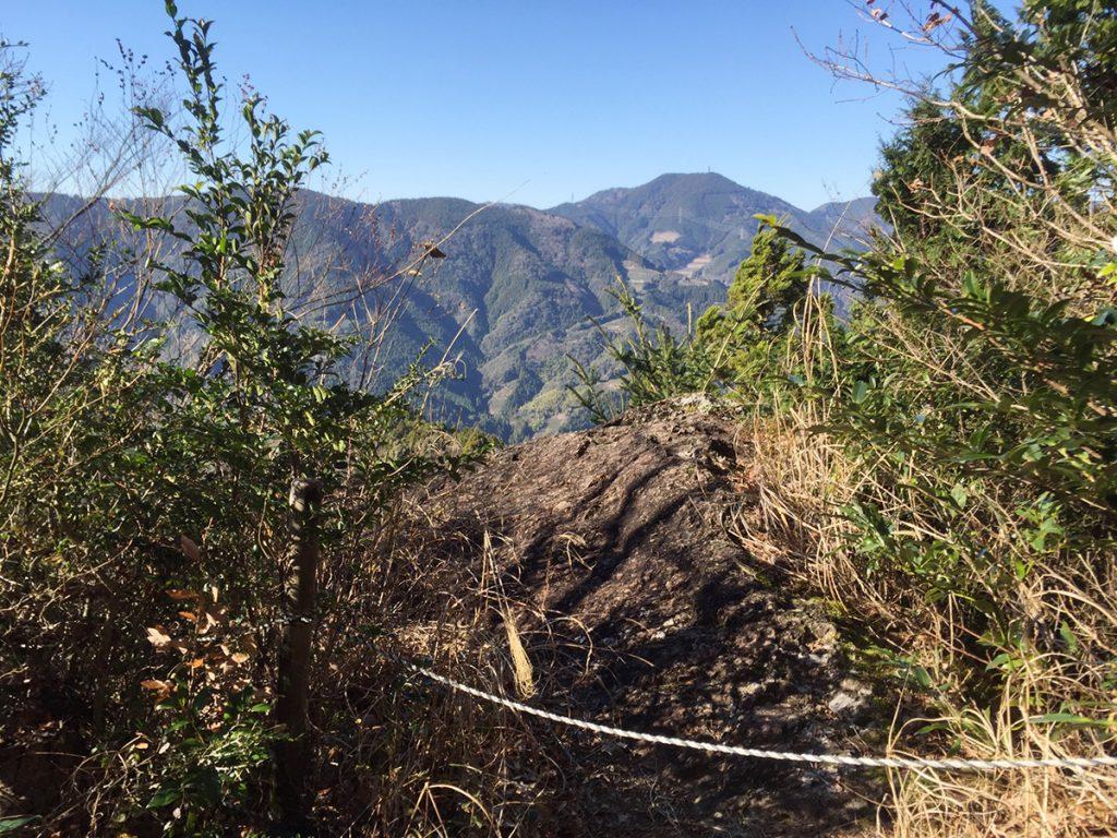 石谷山 八十八石 ハイキングコース 立ち入り禁止のロープ