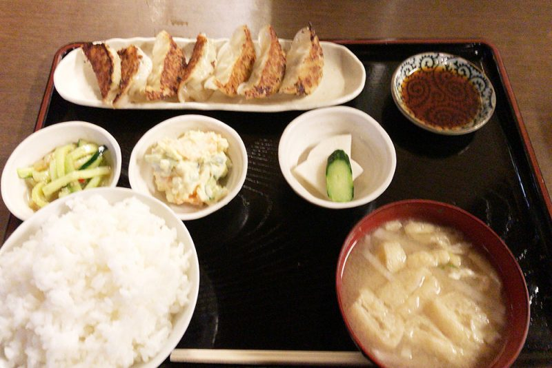 「サウナしきじ」餃子定食