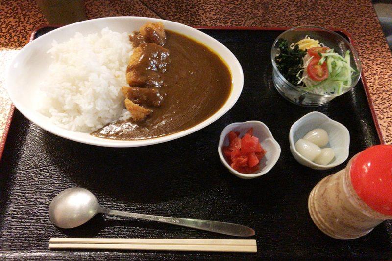 「サウナしきじ」定番のカツカレー