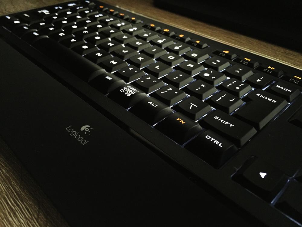 Logicool キーボード K740レビュー イルミネーション