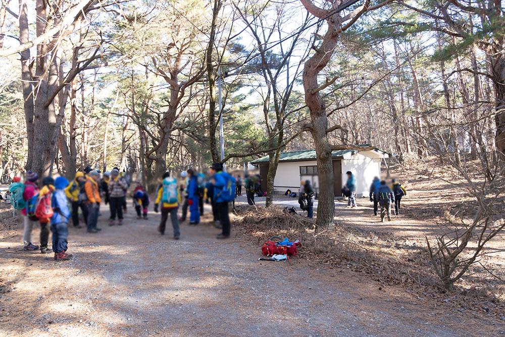 竜ヶ岳登山で賑わう、本栖湖キャンプ場のトイレ!