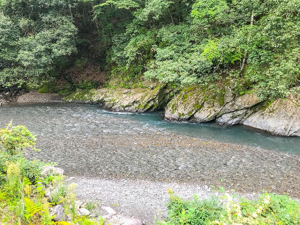 静岡市奥藁科のキャンプ・BBQ広場、湯ノ島温泉の隣です