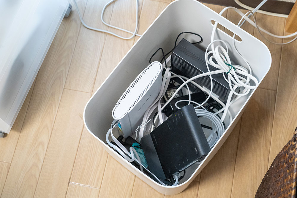 無線ルーター周りのコードのごちゃごちゃどうしていますか?無印良品の「これ」で、PC周りとインテリアをすっきりと! - たまごごはん